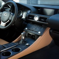 Lexus RC Cockpit in topasbraun